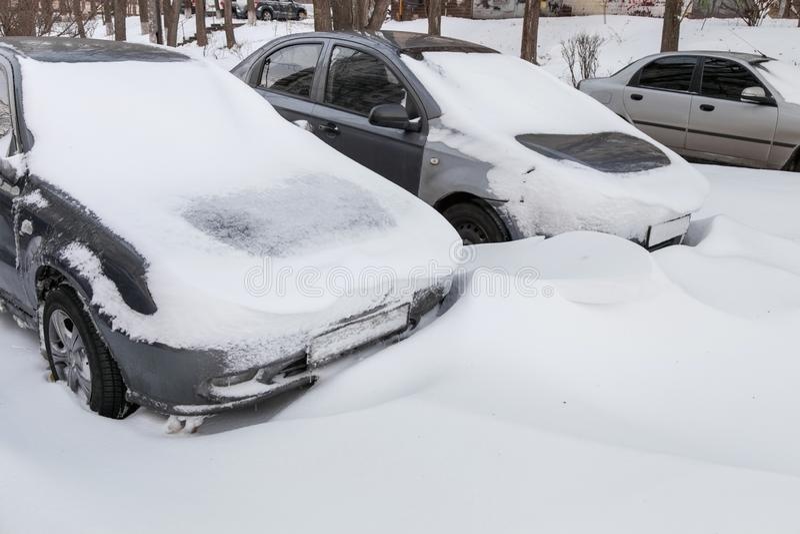 samochody zakrywali śnieg zdjęcie royalty free