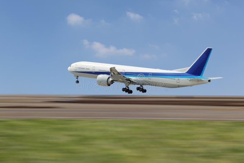 Download Samolot obraz stock. Obraz złożonej z runway, pojawienie - 28953687