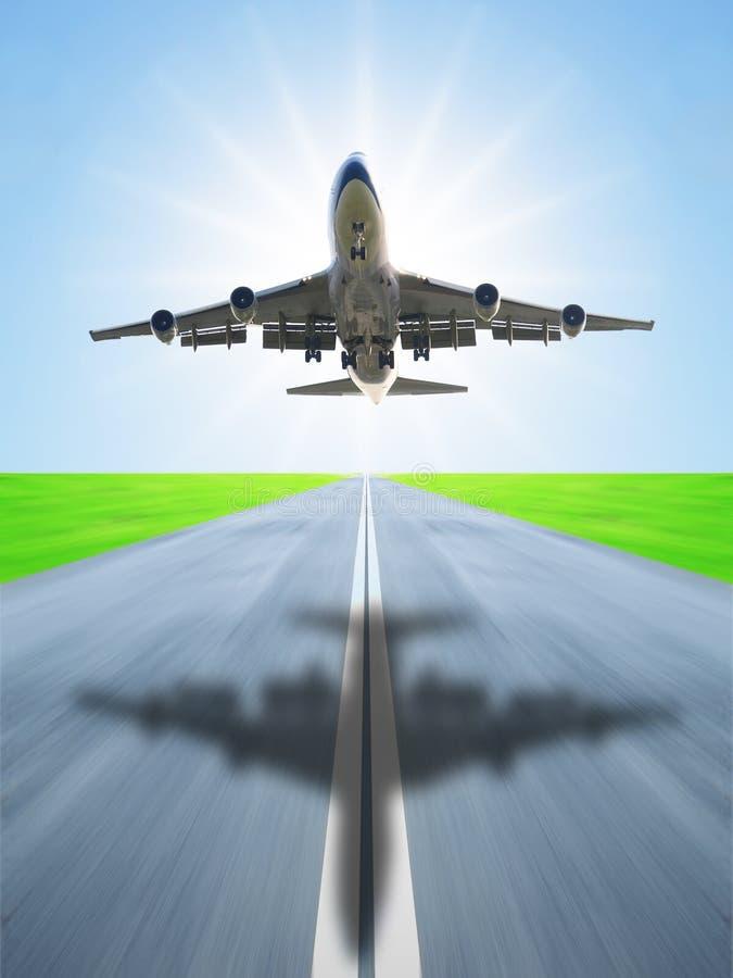 samolot daleko bierze fotografia royalty free