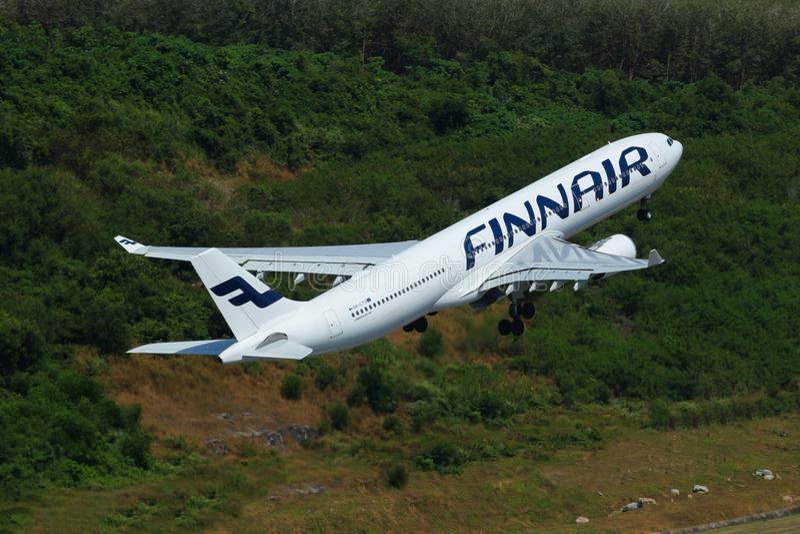 Samolot Finnair Aerobus A330-302 Bierze Daleko zdjęcia stock