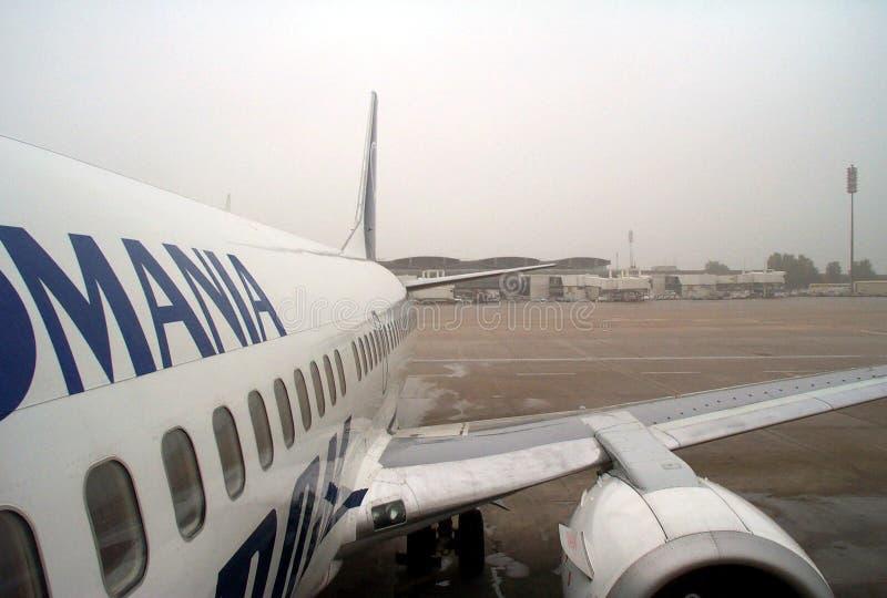 samolot na lotnisko obrazy stock