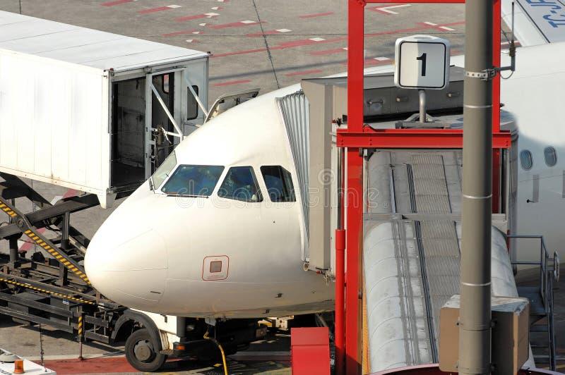 samolot na parkingu fotografia stock