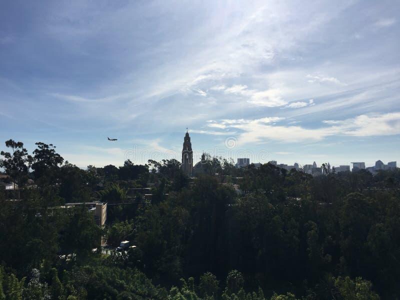 Samolot nad balboa parkiem San Diego zdjęcie stock