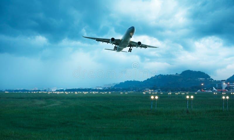 samolot odjeżdżający zdjęcia stock