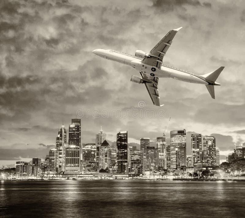Samolot opuszcza Sydney samochodowej miasta pojęcia Dublin mapy mała podróż fotografia stock