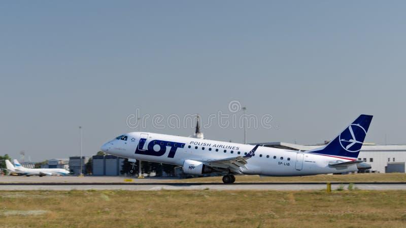 Samolot Polski linia lotnicza udziału lądowanie przy Kharkiv lotniskiem międzynarodowym zdjęcie royalty free