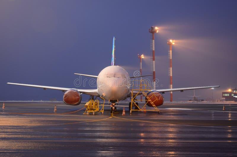 Samolot przy nocą obraz stock