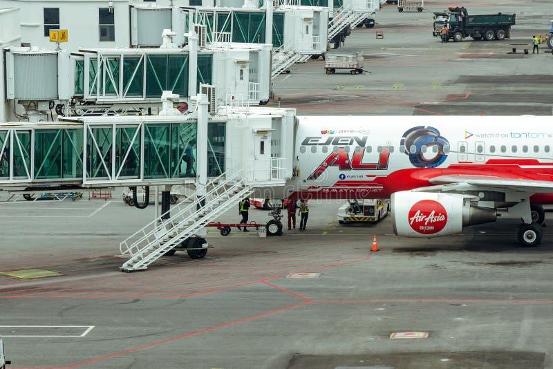 Samolot przygotowywa dla lota, preflight inspekcja samolot zdjęcie stock