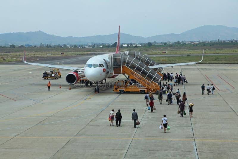 Samolot Vietjet powietrza chwytający pasażery obrazy stock