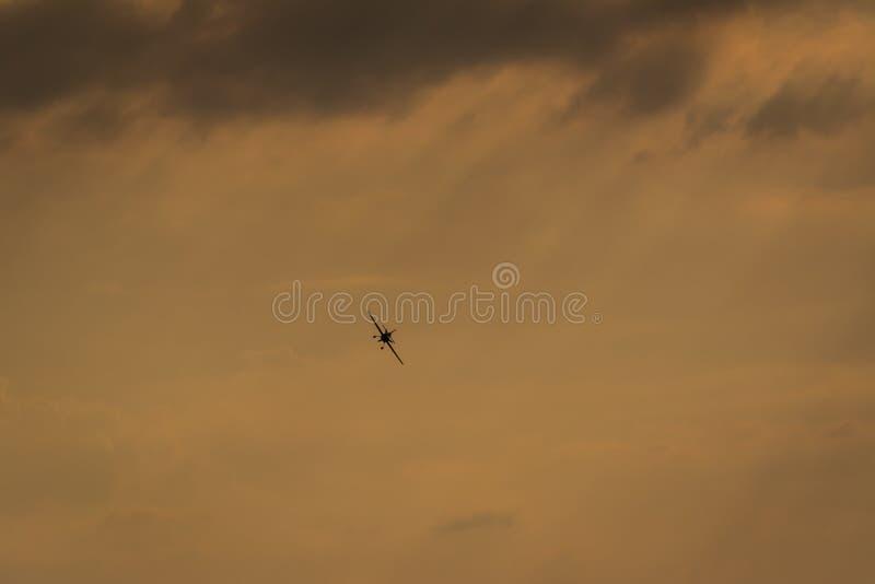Samolot z niebem jako tło fotografia royalty free