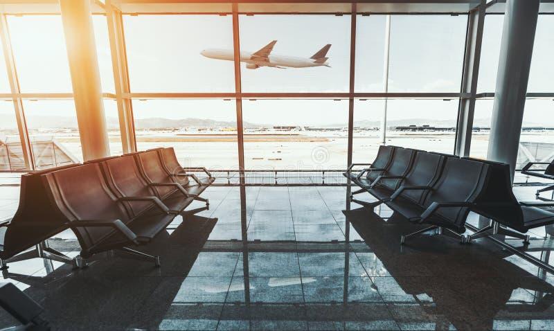 Samolot zyskuje wysokość fotografia stock