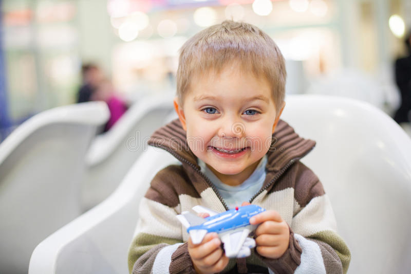 samolotowa chłopiec trochę zabawka zdjęcia stock