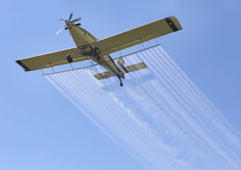 Samolotowe opryskiwanie substancje chemiczne obraz royalty free