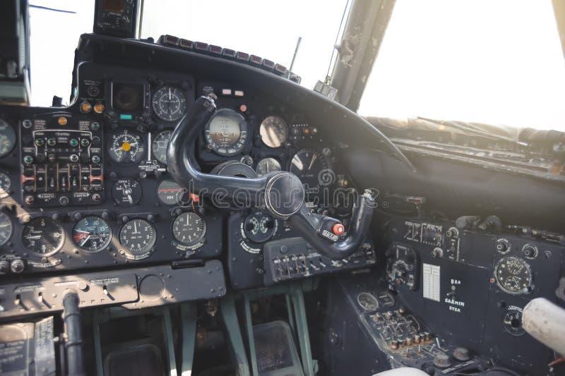 Samolotowy kokpitu wyposażenie z wskaźnikami, guzikami i instrumentami, zdjęcie royalty free