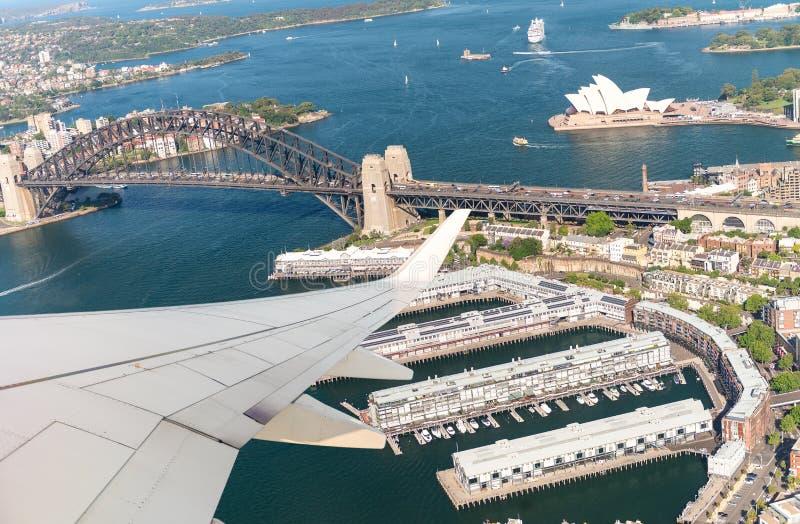 Samolotowy latanie nad Sydney błękitny samochodowej miasta pojęcia Dublin mapy mała turystyka obrazy stock