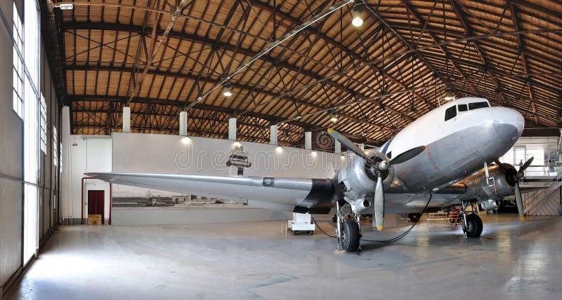 Samolotowy muzeum DC3 hangar zdjęcie stock