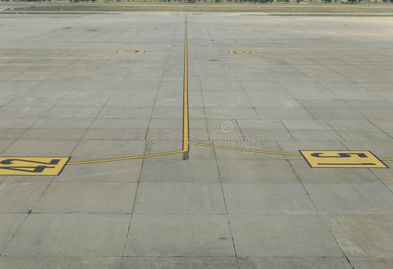 Samolotowy parking w lotnisku zdjęcie royalty free