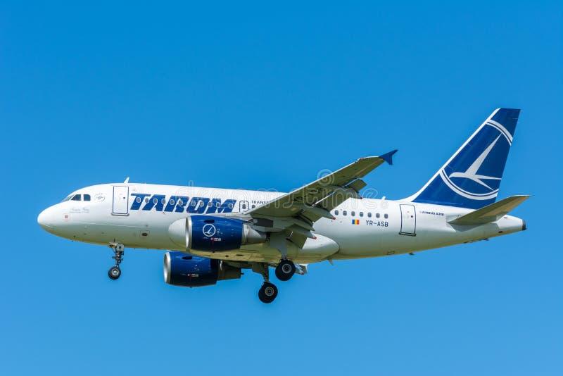Samolotowy TAROM YR-ASB Aerobus A318-100 zdjęcie stock