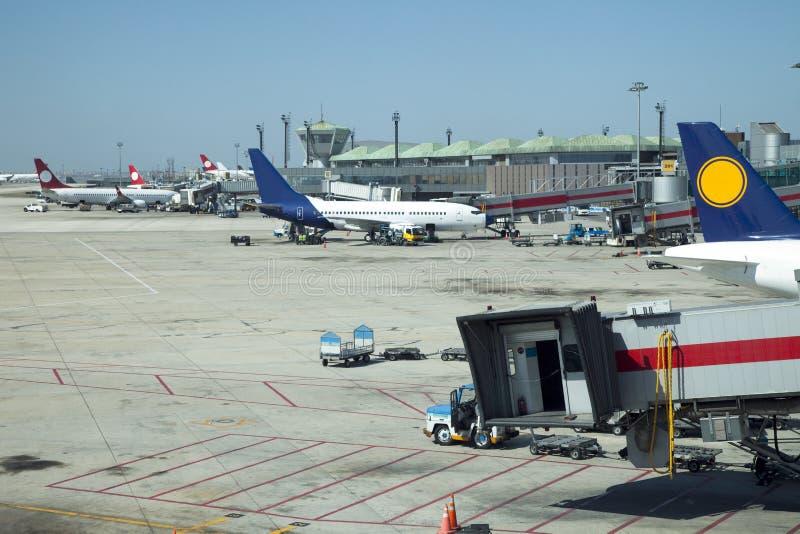 samolotu ładunku rozładunek zdjęcia royalty free