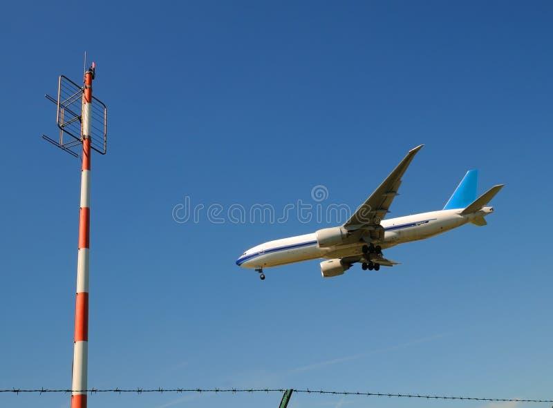 Samolotu i radia maszt zdjęcie royalty free