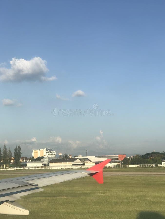 Samolotu lądowanie i skrzydło zdjęcie stock