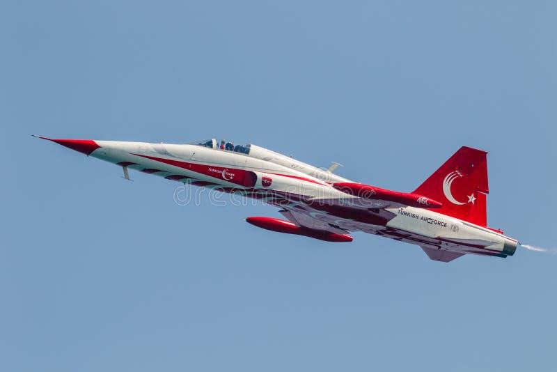 Samolotu Northrop F-5 wolności wojownik Tureckie gwiazdy zdjęcia stock