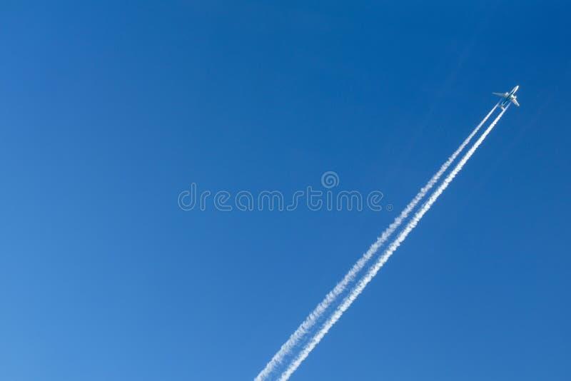 samolotu samolot zmieniający kolorów projekt kształtuje niebo fotografia stock