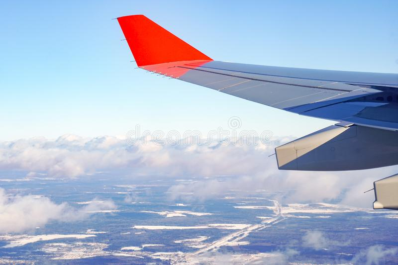 Samolotu skrzydło z czerwonymi winglets zdjęcia stock