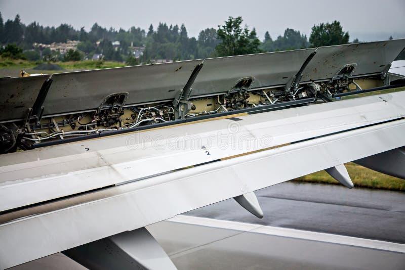 Samolotu skrzydła szczegóły podczas lądowania obraz royalty free