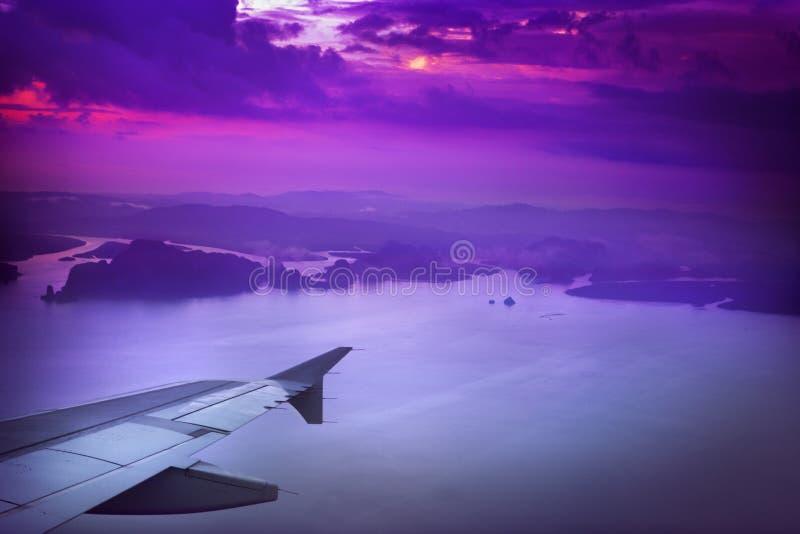 Download Samolotu skrzydło obraz stock. Obraz złożonej z chmury - 18723999