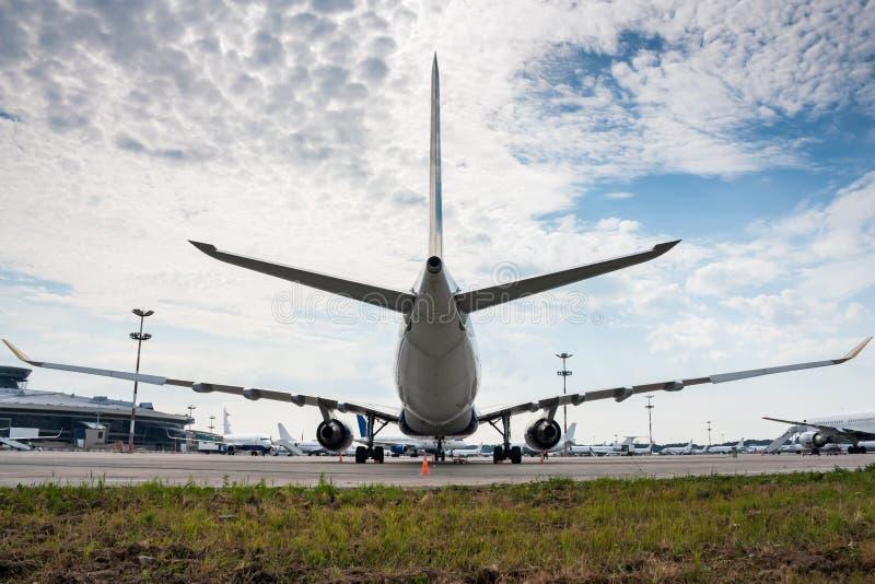 Samoloty na fartuchu wielki lotnisko zdjęcie royalty free