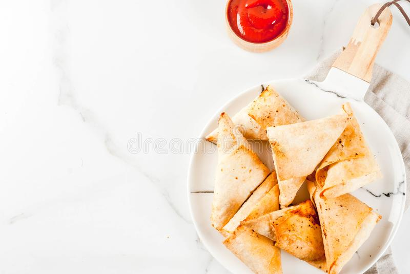 Samosas do samsa do vegetariano imagem de stock royalty free