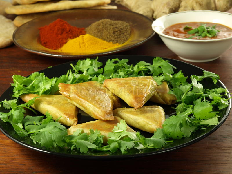 Samosas vegetais fotos de stock royalty free