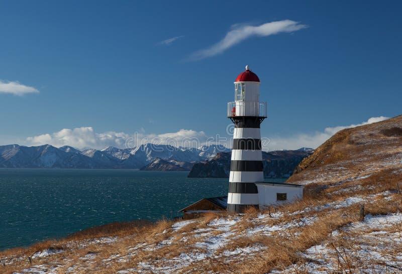 Samotna latarnia morska na wybrzeżu fotografia stock