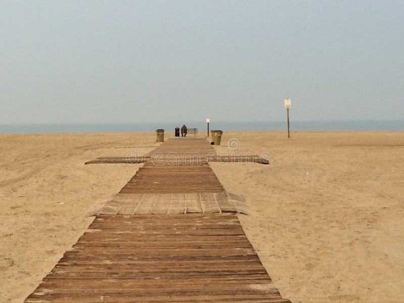 Samotnie przy Snata Monica plażą zdjęcia royalty free