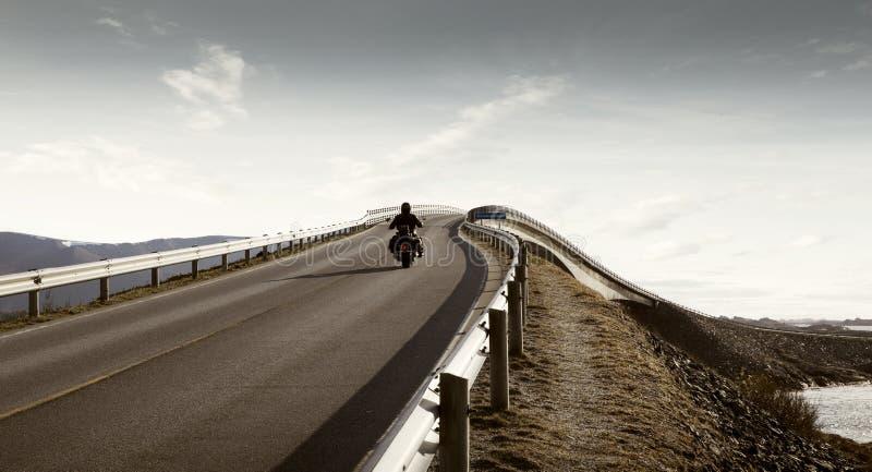 Samotny jeździec - wolność i niezależność zdjęcie stock