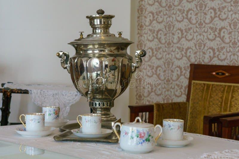 Samovar för objekt för rysk kultur för ryskt tesamovarbegrepp traditionell arkivfoto