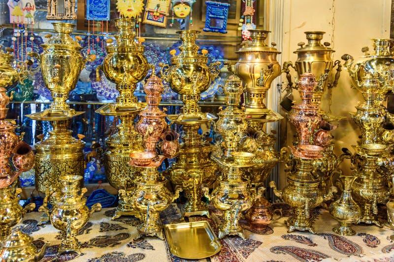 Samowary dla sprzedaży na Uroczystym bazarze w Isfahan Iran fotografia stock