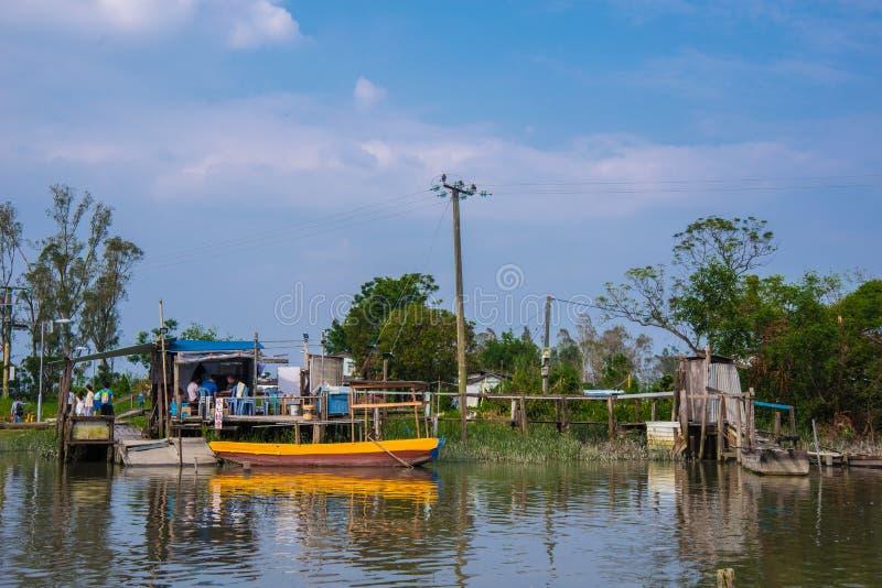 Sampan στο αγρόκτημα ψαριών στοκ εικόνες