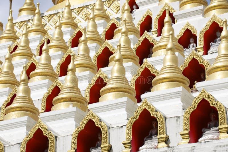 Samphutthechedi dichtbij Wat Mani Phraison, Mae Sot, Tak, Thailand royalty-vrije stock fotografie