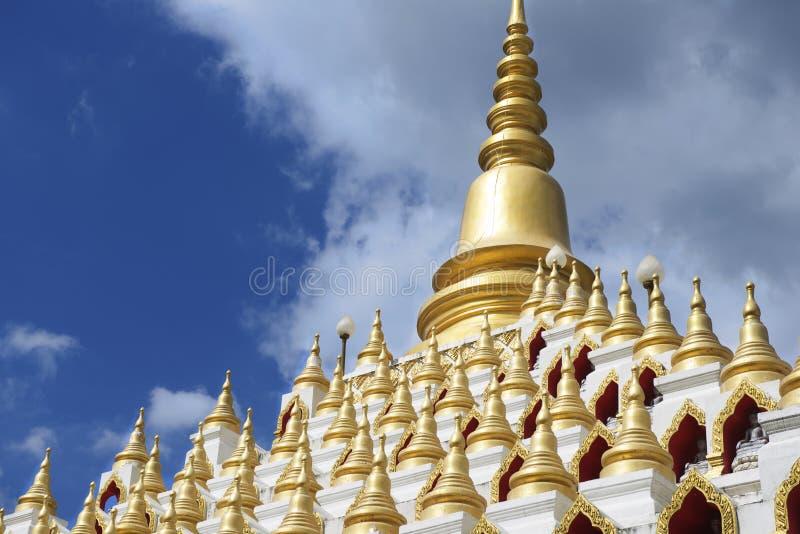 Samphutthechedi dichtbij Wat Mani Phraison, Mae Sot, Tak, Thailand royalty-vrije stock afbeeldingen