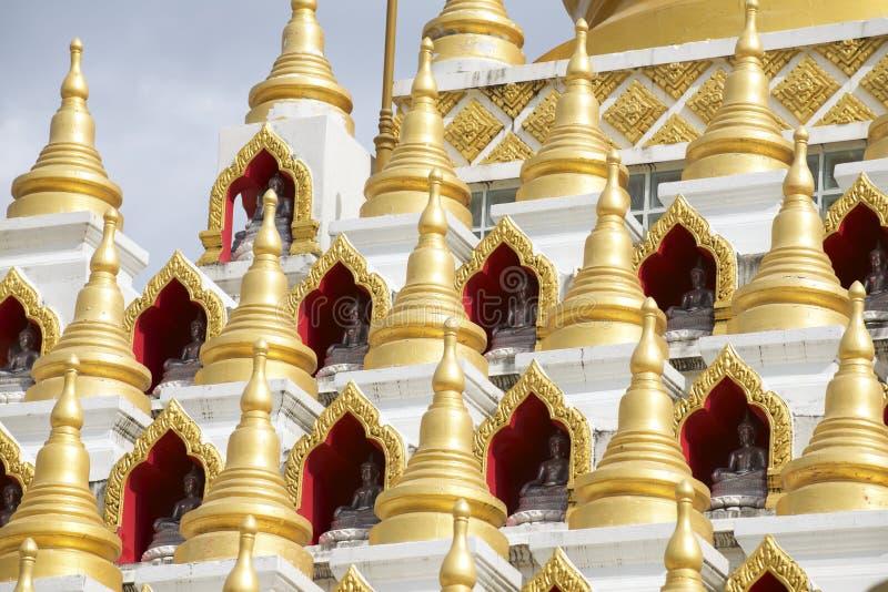 Samphutthechedi dichtbij Wat Mani Phraison, Mae Sot, Tak, Thailand royalty-vrije stock foto