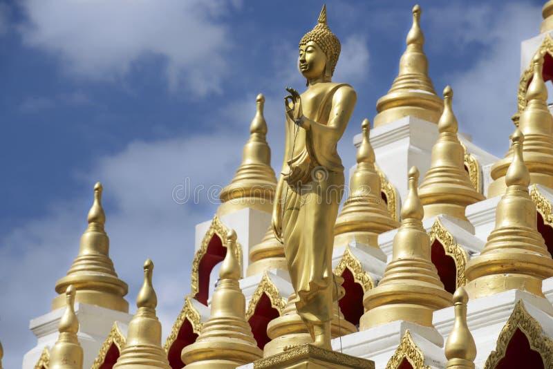 Samphutthechedi dichtbij Wat Mani Phraison-tempel, stad van Mae Sot, Tak-provincie, Thailand royalty-vrije stock afbeeldingen