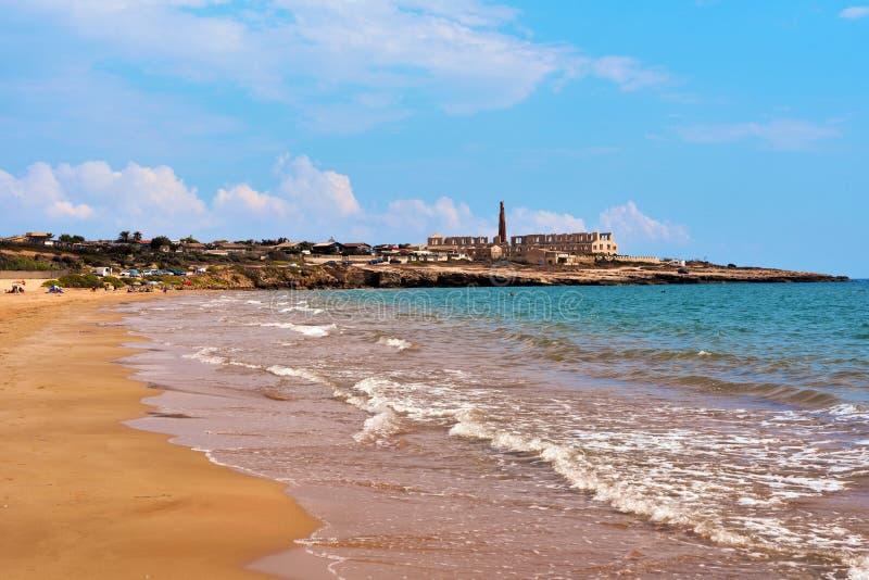 Sampieri-Strand Ragusa und Ruinen lizenzfreies stockbild