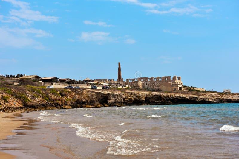 Sampieri-Strand Ragusa und Ruinen stockbilder