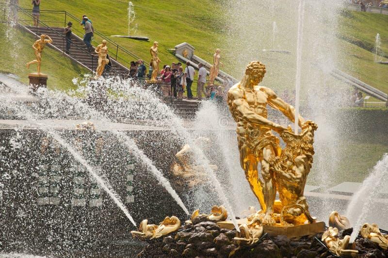 Samson fontanna, Uroczysta kaskada w Peterhof, St Petersburg, Rosja fotografia stock