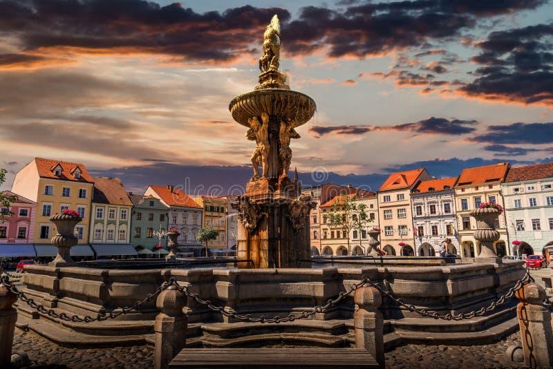 Samson Fountain sulla piazza centrale di Ceske Budejovice Repubblica Ceca fotografie stock libere da diritti