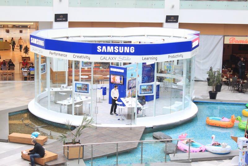 Download Samsung galaktyka zdjęcie stock editorial. Obraz złożonej z ręka - 29403653