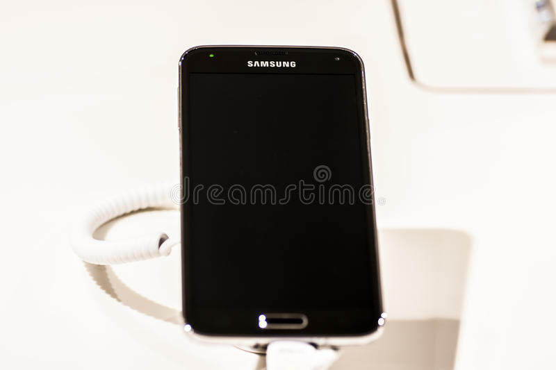 Download SAMSUNG GALAXY S5, MOBILE WORLD CONGRESS 2014 Editorial Stock Image - Image: 38345474