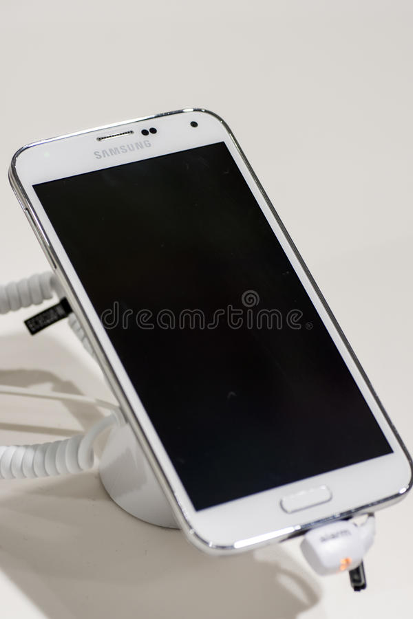 Download SAMSUNG GALAXY S5, MOBILE WORLD CONGRESS 2014 Editorial Stock Photo - Image: 38345668